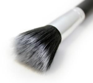 stippling-brush-close