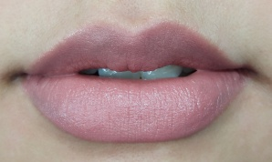 Loreal Color Riche Lipstick Moist Matte Rose Fondu